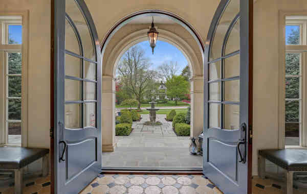 Stunning Spaces: Three story stunner in Hinsdale, IL