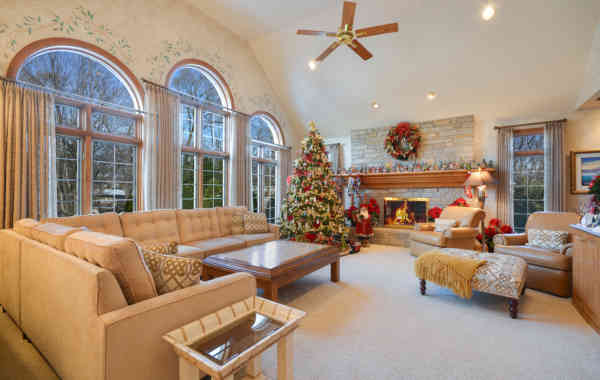 How to 'De-Deck' the Halls to Sell Listings During the Holidays